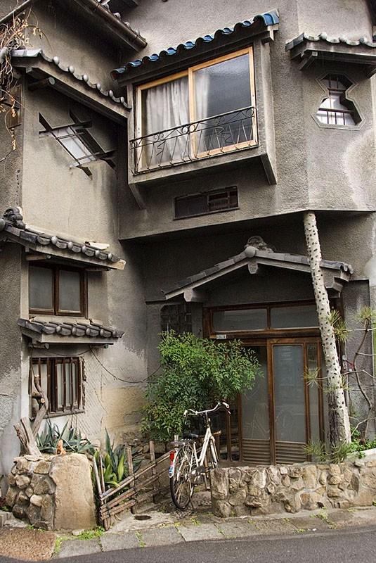 An interesting house.