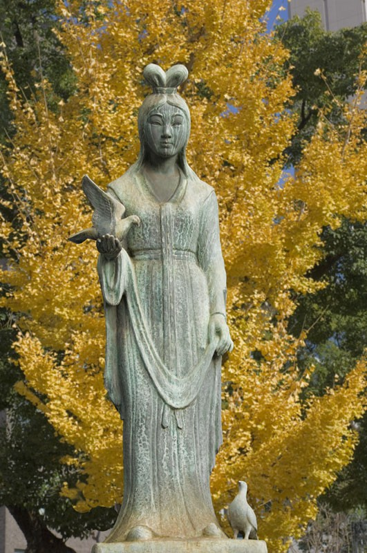 Statute of a lady with doves.