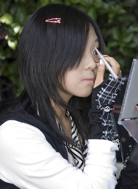Harajuku Girl getting ready.
