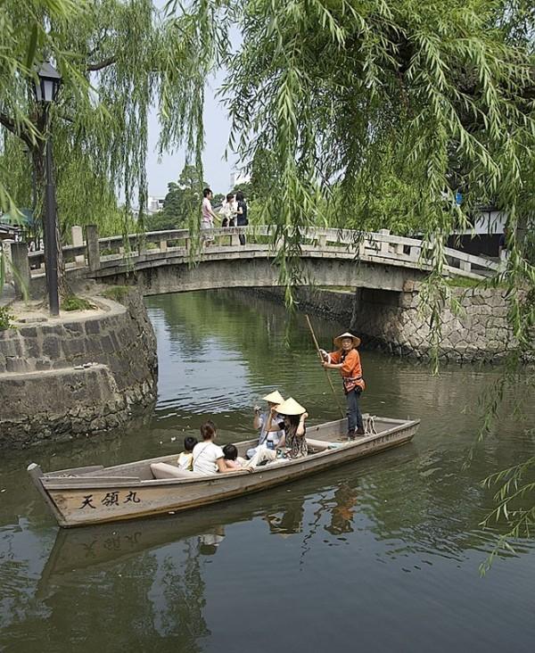 A boat on the canal in Kurashiki.