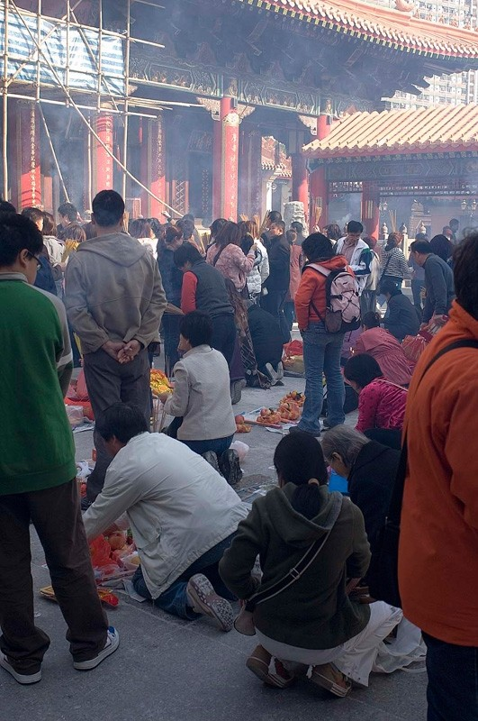 Crowds at Sik Sik Yuen Temple.