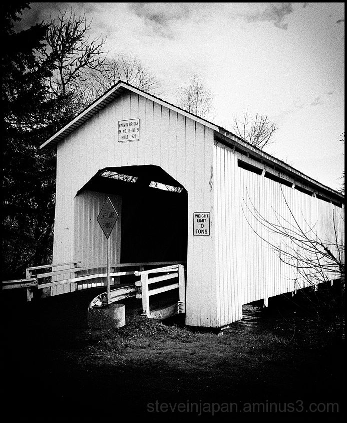 The Parvin Covered Bridge in Oregon, USA.