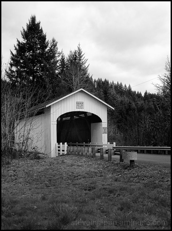 The Wendling Covered Bridge in Oregon, USA.