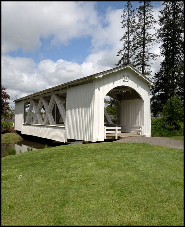 The Stayton-Jordan covered bridge in Oregon, USA.