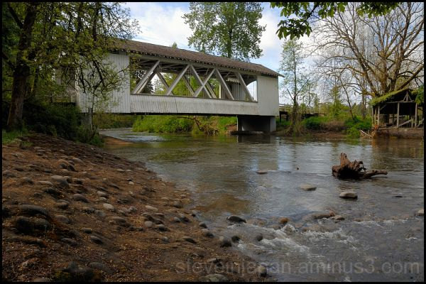 The Larwood Covered Bridge in Oregon, USA.