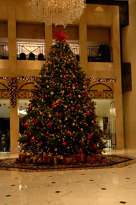The tree in the lobby of the Island Shangri-la.
