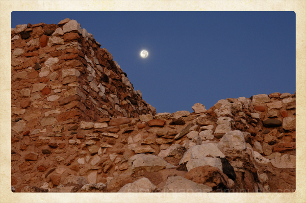 The ruins and Moon at Toozigut NM.
