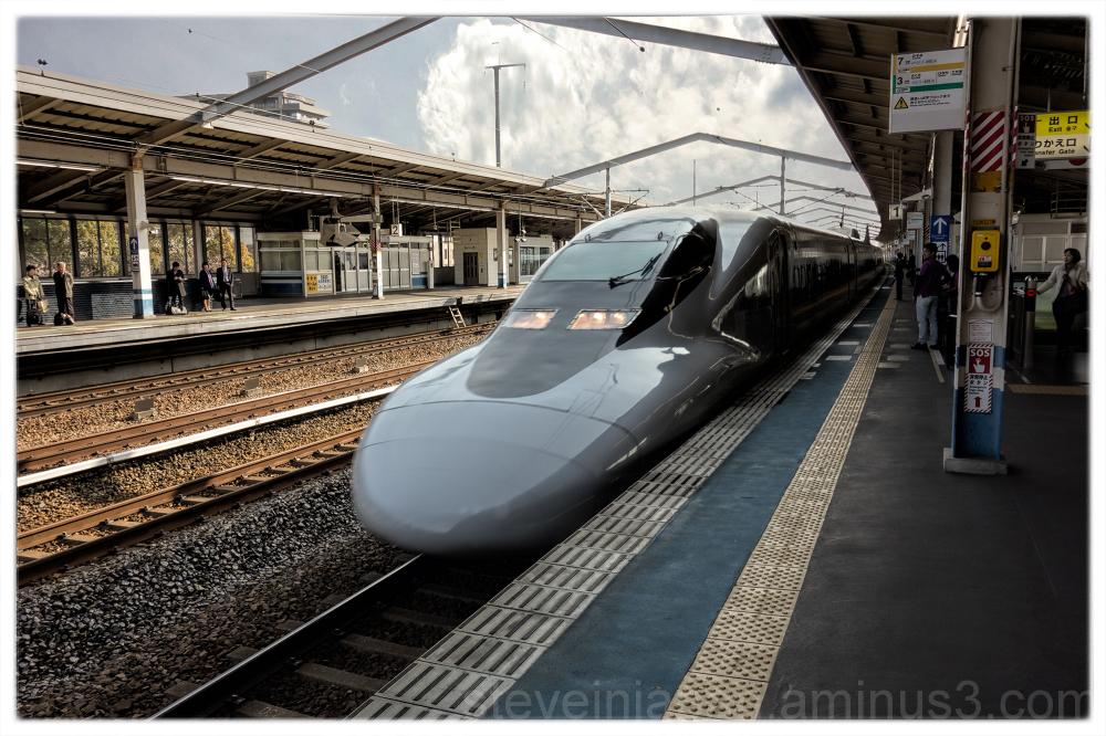 A Shinkansen arrives at Fukuyama Station.
