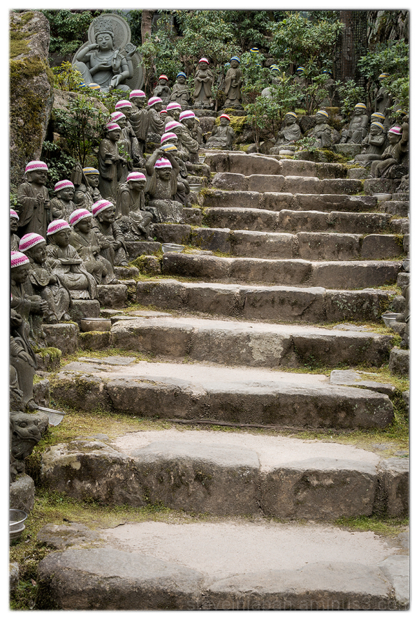 Jizo figures line the steps at Daishoin.