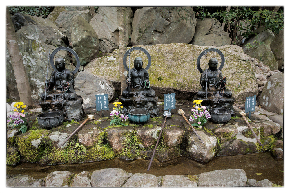 A trio of figures at Daishoin.