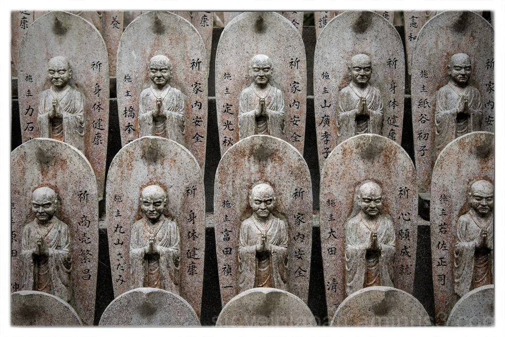 Rows of Jizo at Daishoin.