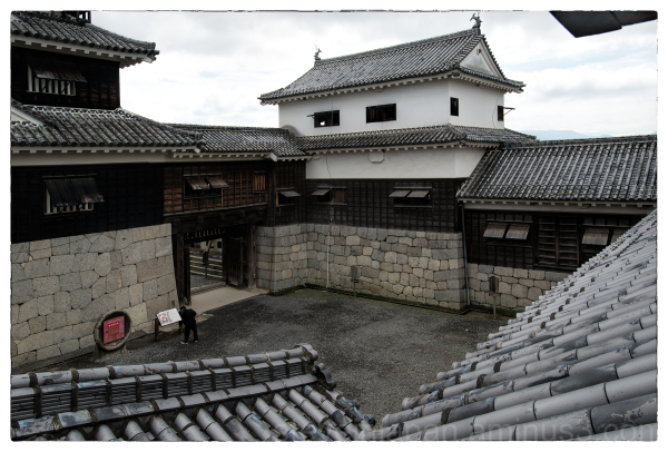 The space near the main tower of Matsuyama Castle.