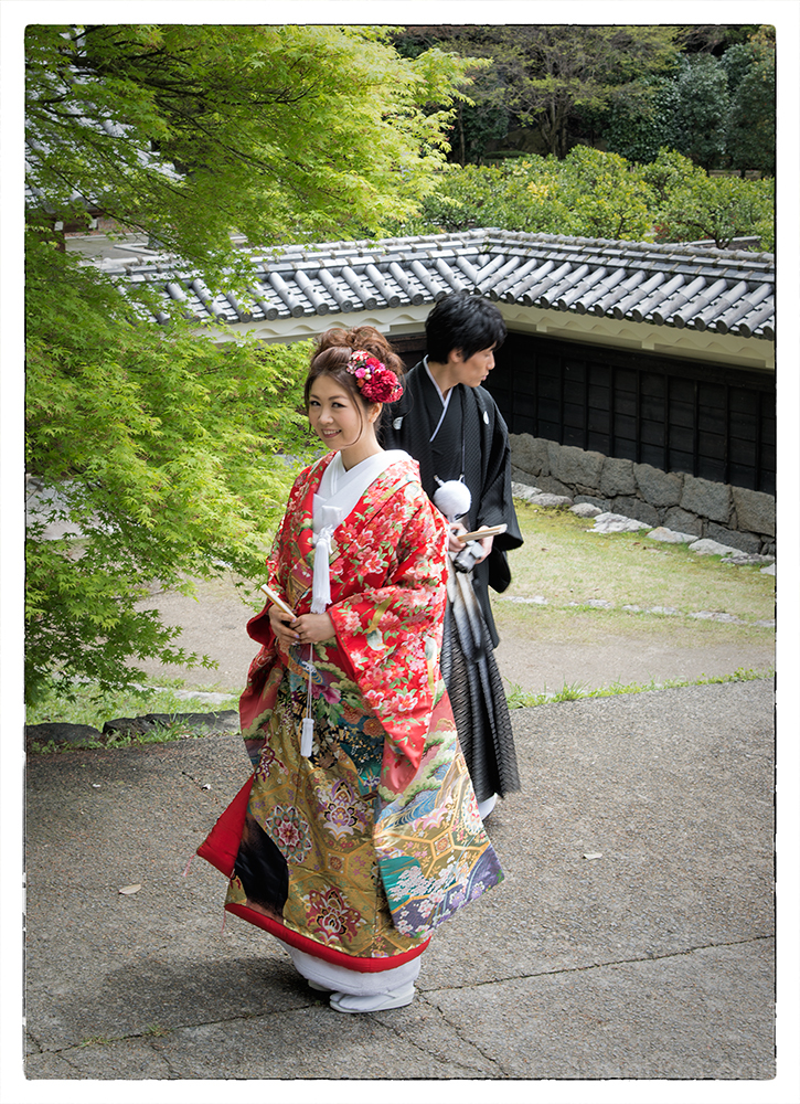 A wedding photo shoot near Matsuyama Castle.