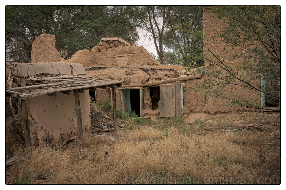 An adobe house in Taos, New Mexico.