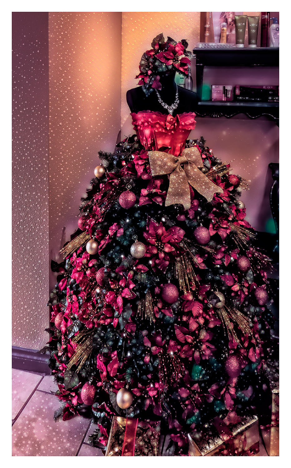 A Christmas tree seen at a hair salon.