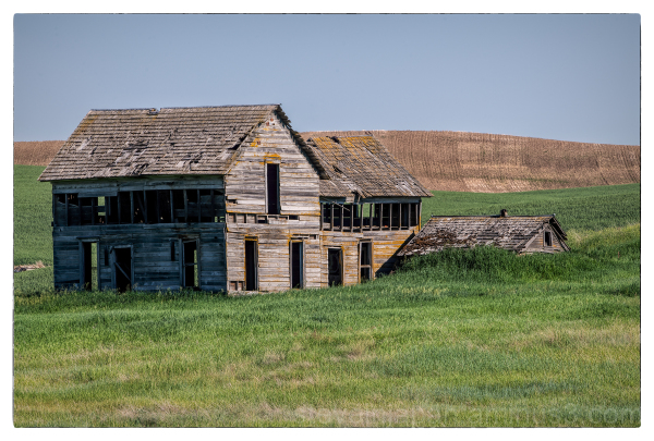 An abandoned farmhouse in the Palouse.