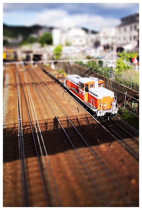 tiny trainspotter