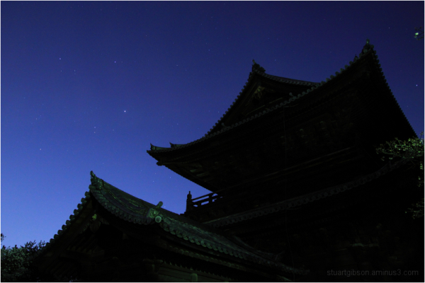 under the stars, at Nanzenji (南禅寺)
