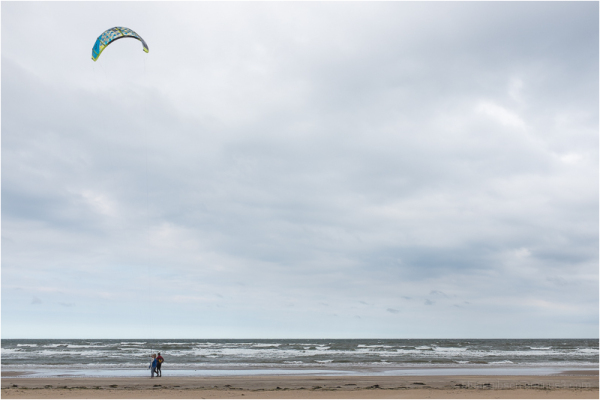 kite surfers take a break