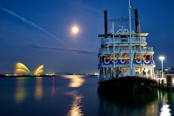 Michigan, Moonlight and the fountains of Lake Biwa