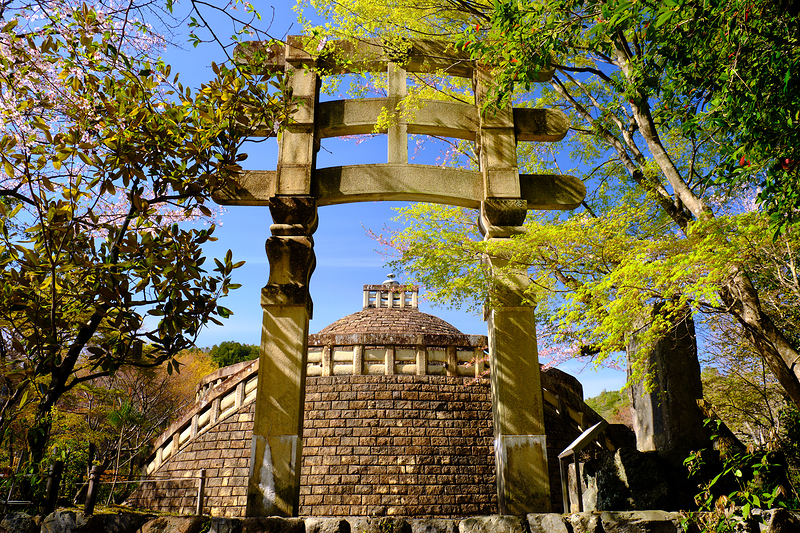unique gate at Adashino Nenbutsuji