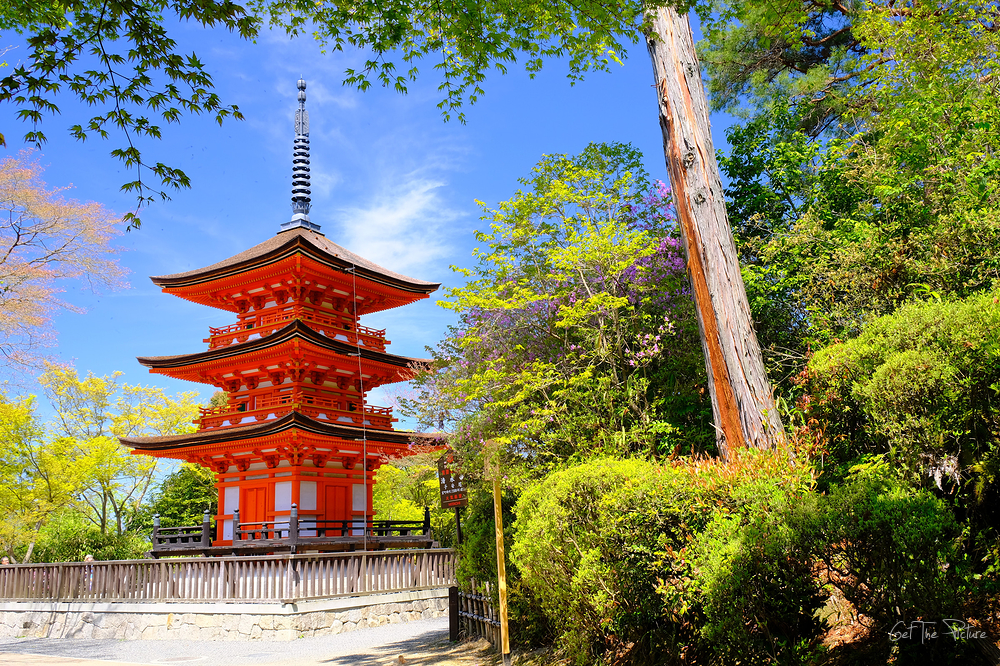 the small pagoda at Kiyo Mizu Temple