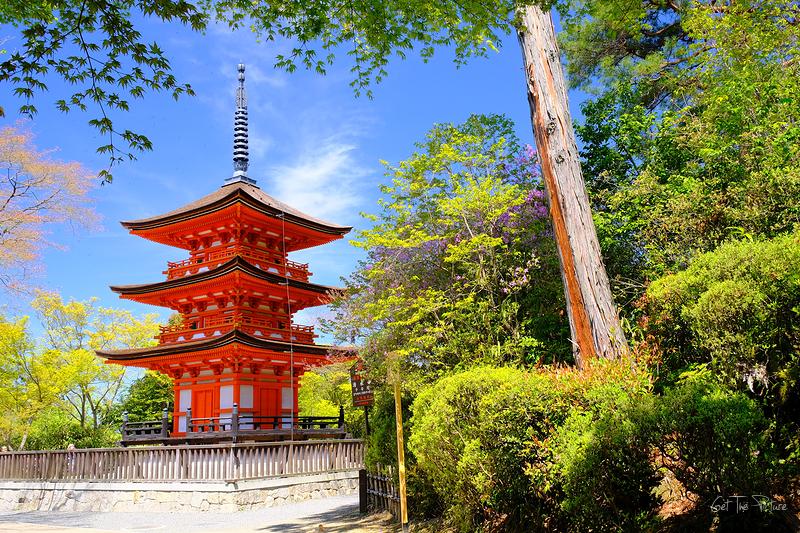 the small pagoda at Kiyo Mizu Temple
