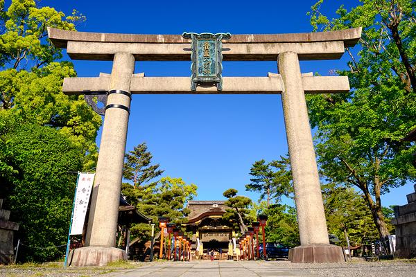 blue skies at Toyokuni shrine