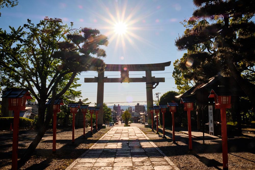 sunstar, over Toyokuni shrine