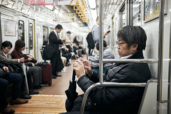 killing time on the Kyoto subway