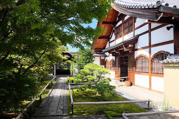 the entrance to Korin-in, Daitokuji