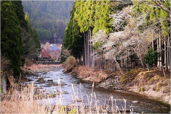 the sun goes down on the village of Kutsuki