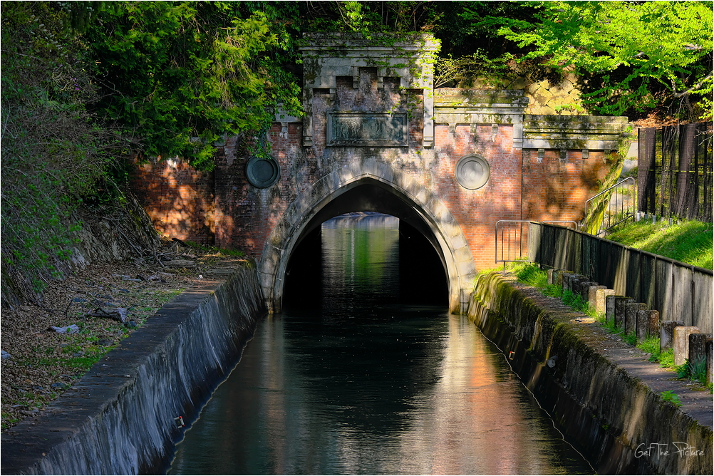 Yamashina Canal tunnel mouth at Misasagi