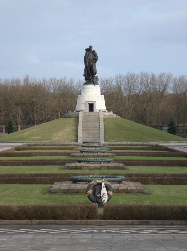 Sowjetisches Ehrenmal 3