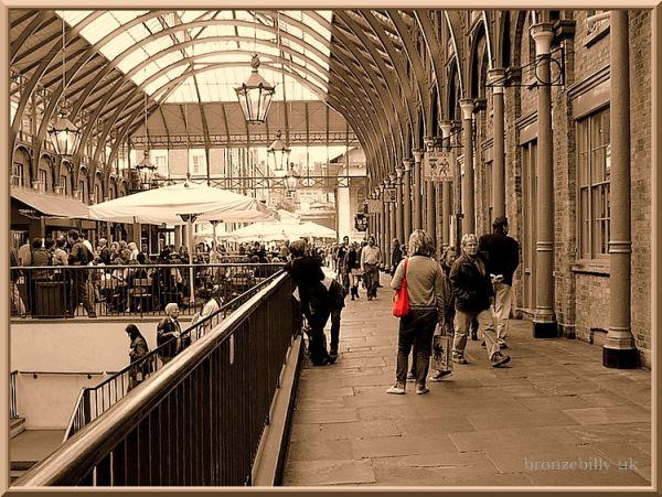 red bag street scene London Market bronzebilly