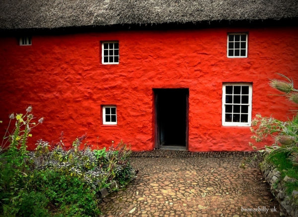 house red colour old bronzebilly