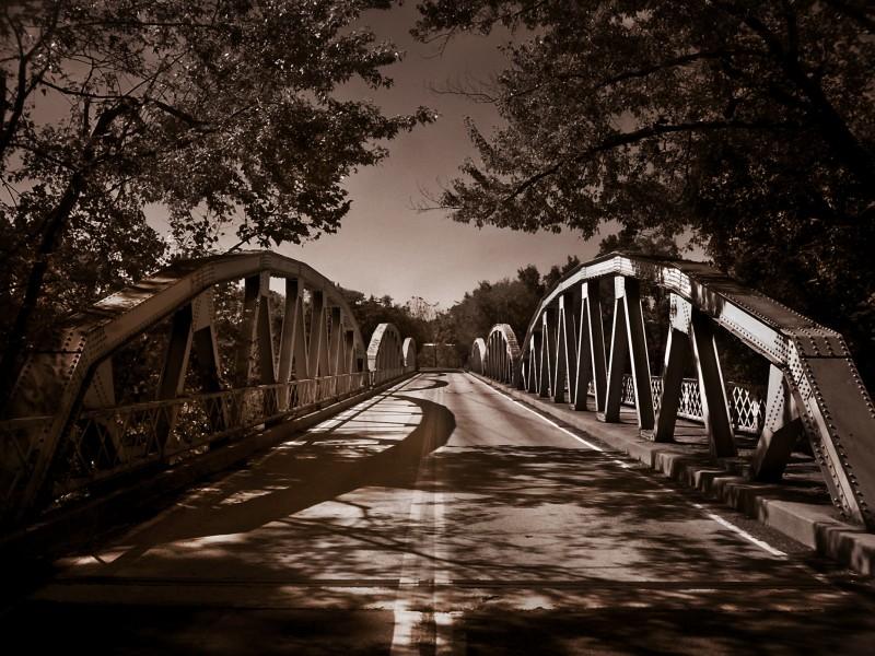 Arching bridges falling down,falling down