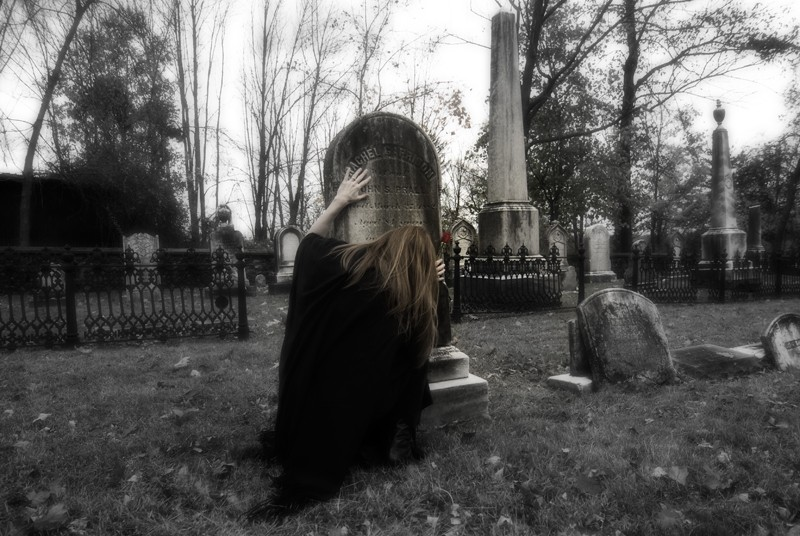 Halloween ghost story, Rachel in the graveyard