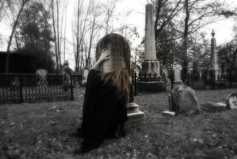 Halloween ghost story, Rachel in the graveyard