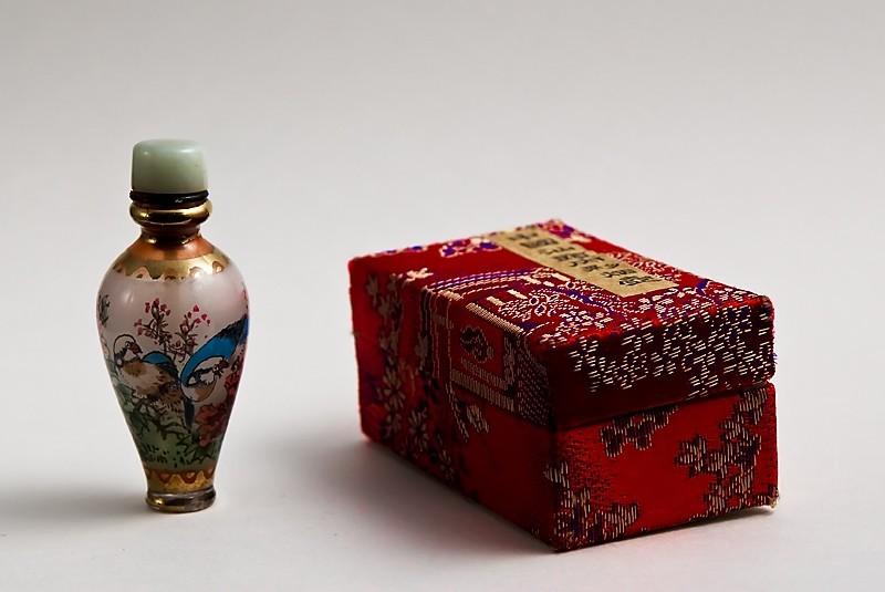 tiny Painted Chinese Perfume bottle
