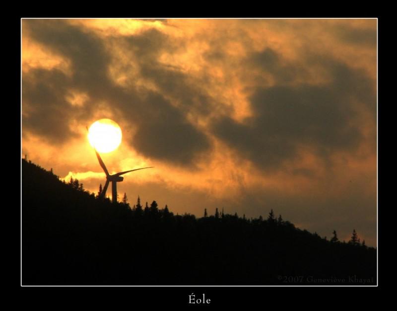 éolienne dans coucher de soleil, fame-point