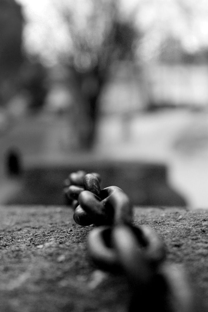 chain on a stone, old quebec city