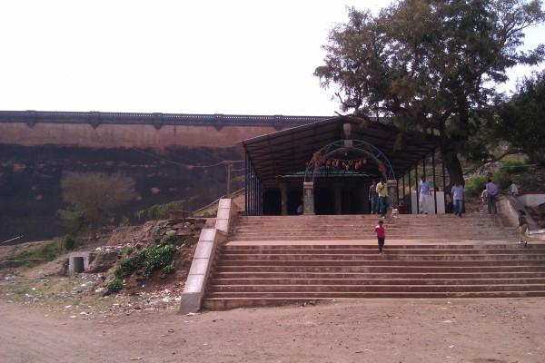 Mari Kanive Dam Temple