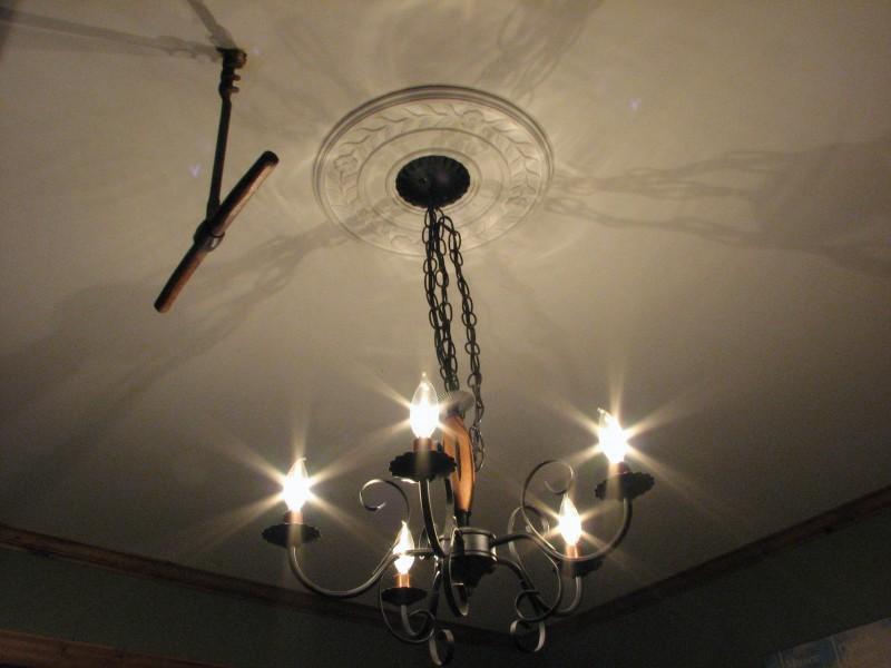 Bizarre corkscrew ceiling thingy!