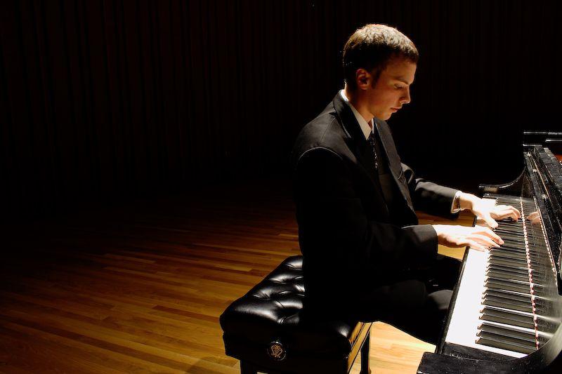 Pianist, Light and Dark