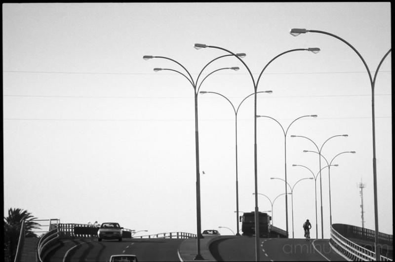 Ciclista en autopista