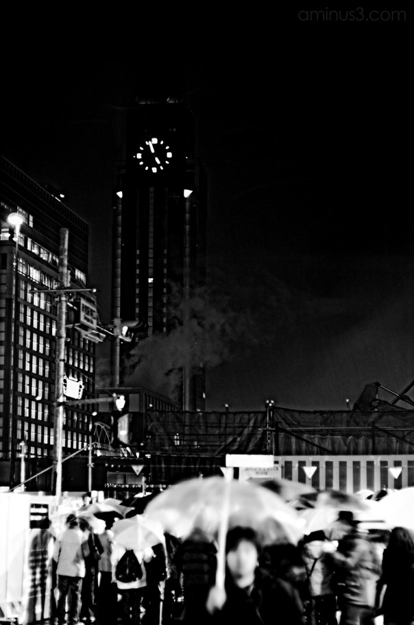 shinjuku tokyo night rain