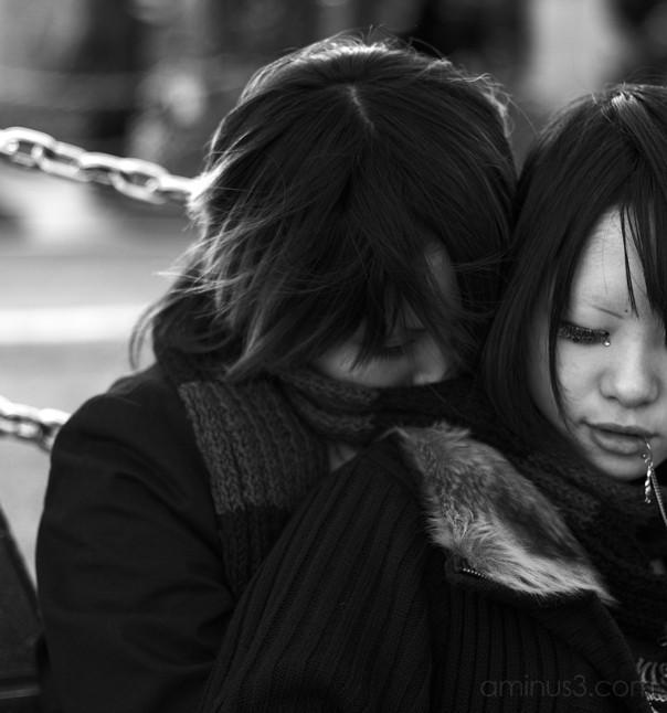 girls tokyo hug