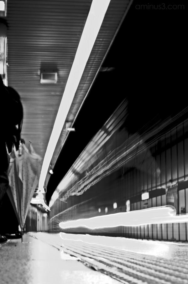 subway train tokyo waiting