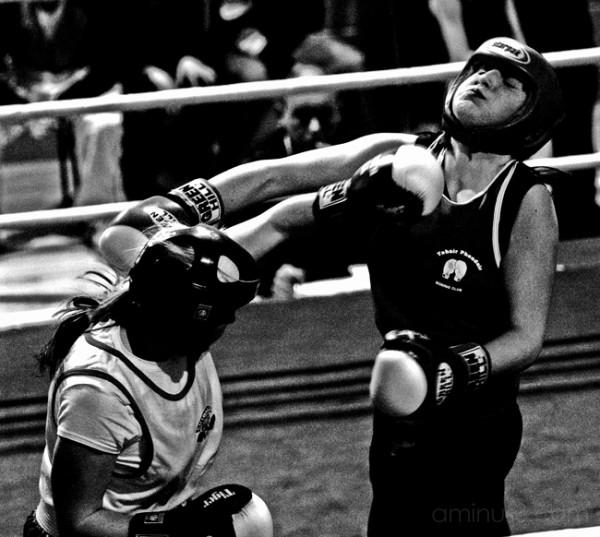 girls fighting